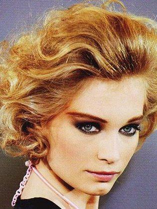 Frauenfrisuren Im Stil Der 80er Jahre Kurz Haar Frisuren Kurz Geschnittene Frisuren Haar Styling Lange Locken