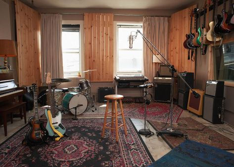 Home Studio Setup, Music Studio Room, Studio Ideas, Drum Room, Guitar Room, Home Studio Musik, Home Music Rooms, Rehearsal Room, Deco Studio