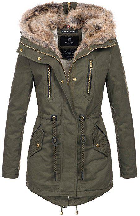Beige Grünes Winteroutfit mit Winterjacke und Mütze