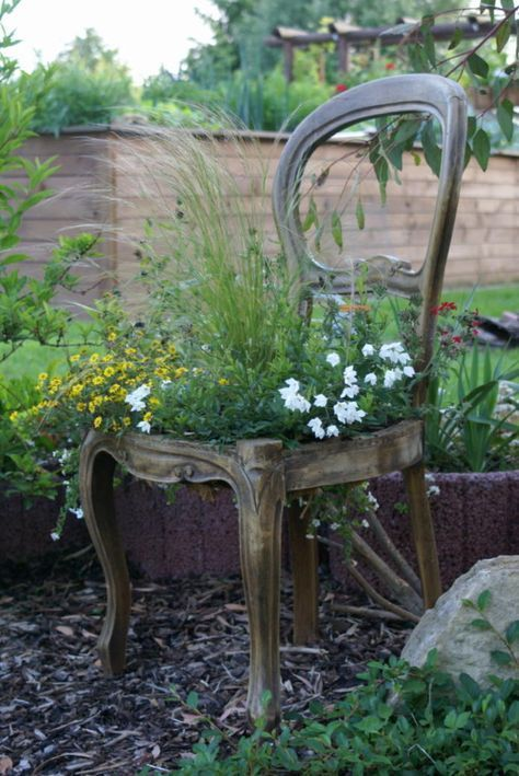 Deko Stuhl Garten Dekor In 2020 Garden Chairs Urban Garden Diy Garden Bed