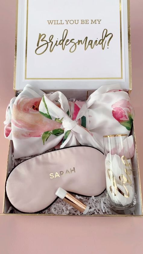 Bridesmaid Proposal Box & Ideas of what to fill the contents with - including a champagne flute, robe, lip balm, sleep mask and more! #willyoubemybridesmaid