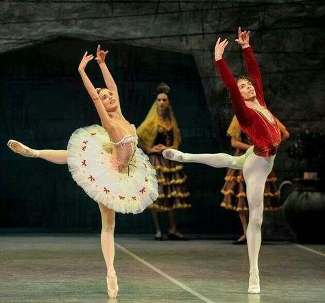 El Mesías - ballet dancer resume