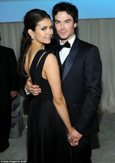 som är Damon från Vampire Diaries dating i verkliga livet Dating en kille 10 månader yngre