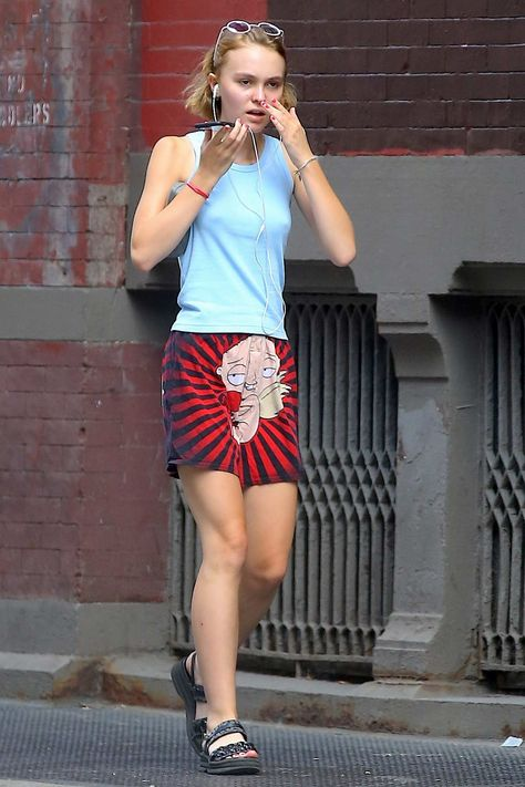 Lily-Rose Melody Depp — Lily & Amelia in Downtown Manhattan, New York.