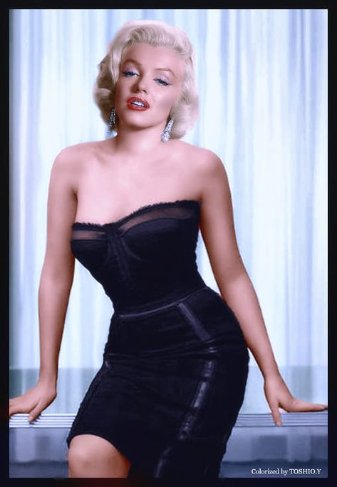 Best 100 Marilyn Monroe Quotes: Marilyn Monroe is an American pop culture icon. Monroe was one of the most fascinating and marketable Hollywood actresses as well as America's most famous sex symbol. Estilo Marilyn Monroe, Marilyn Monroe Quotes, Marylin Monroe Style, Marilyn Monroe Playboy, Norma Jean Marilyn Monroe, Most Beautiful Women, Beautiful People, Absolutely Gorgeous, Howard Hughes