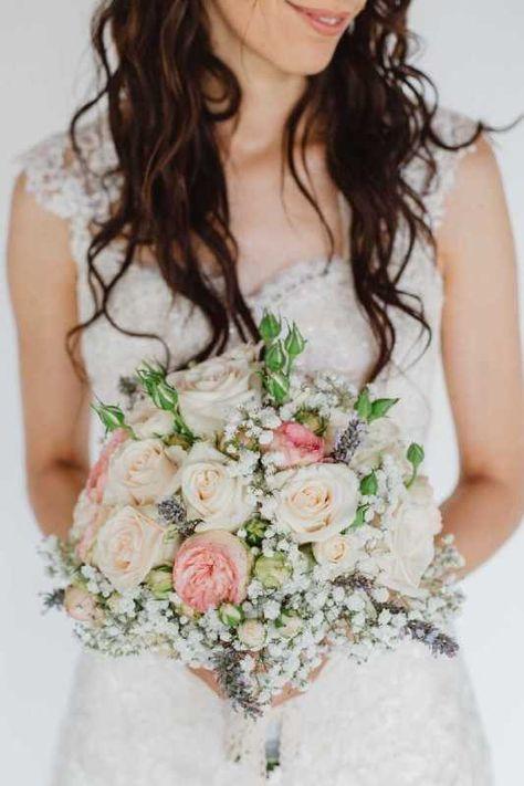 Bouquet Sposa Torino.Bouquet Romantico Cipria E Bianco Di Rose Ranuncoli E Peonie By