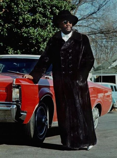 PLEASE do not underestimate the fabulousness that was Isaac Hayes.