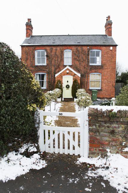 Nicole Franzen Photography   english countryside, snow, christmas, exterior