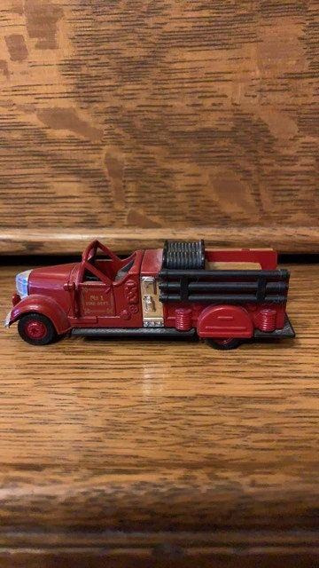 Vintage Ward LaFrance Model 430 1:64 Scale Fire Truck collectible