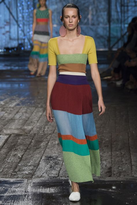 Missoni Spring 2017 Ready-to-Wear collection, runway looks, beauty, models, and reviews.