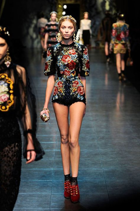 Dolce Gabbana Fall 2012 RTW - Runway Photos - Fashion Week - Runway, Fashion Shows and Collections - Vogue - Vogue