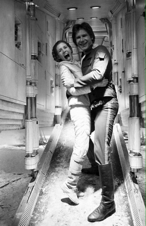 Carrie Fisher as Princess Leia and Harrison Ford as Han Solo in Star Wars Episode IV - A New Hope Leia Star Wars, Star Wars Cast, Star Wars Han Solo, Star Trek, Star Wars Princess Leia, The Force Star Wars, Star Cast, Star Citizen, Images Star Wars