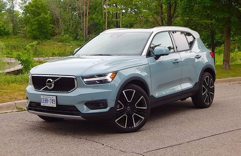SUV Bewertung: 2019 Volvo Momentum – Tracey Humen – Join in the world of pin Volvo Suv, Subaru Suv, Fancy Cars, Cool Cars, My Dream Car, Dream Cars, Suv Reviews, Car For Teens, Lux Cars