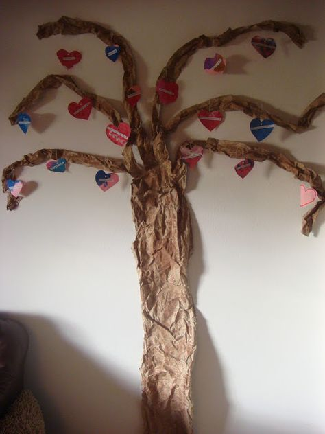 Valentine's Day Advent Tree...count down the days to Valentine's by studying what God says about LOVE from 1 Corinthians 13