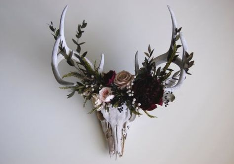 """coyote-cloud: """" Deer skull with preserved flower crown by MaisonDeLaCroix on Etsy """" . wonder if I could hallow out the top and put a pot in there for real flowers. If not, dried ones Gothic Home Decor, Diy Home Decor, Room Decor, Creepy Home Decor, Antler Art, Antler Crafts, Pinterest Design, Deco Floral, Gothic House"""