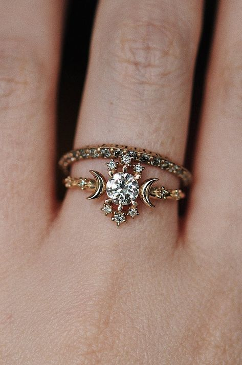 100 The most beautiful engagement rings you'll want to own Most Beautiful Engagement Rings, Dream Engagement Rings, Perfect Engagement Ring, Unique Diamond Engagement Rings, Aesthetic Rings, Star Ring, Thing 1, Pretty Rings, Unique Rings
