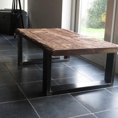 Verwonderend Donkere salon tafel met stalen poten. Het tafelblad is gemaakt van PV-91