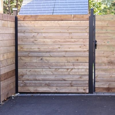 Horizontal Fence Section With Gate Modern Fence Fence Design Fence
