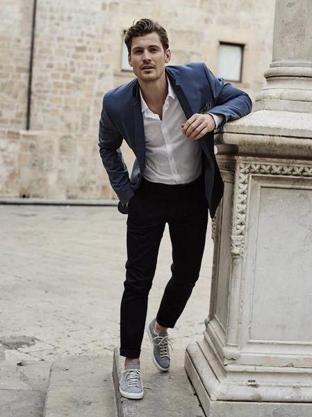 Pantalon noir avec veste bleu marine