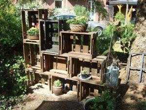 Weinkisten Deko Obstkisten Dekorieren Garten Draussen 22 Rustikale Gartendekoration Gartendesign Ideen Vintage Gartendekoration