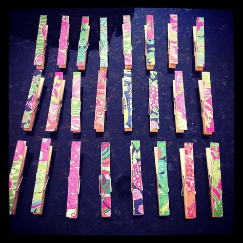 Old Lilly Pulitzer planner pages used to decorate clothespins for hanging photos. So cute! #sorority #crafts #diy #greek #gifts