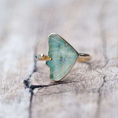 Jewelry   Jewellery   ジュエリー   Bijoux   Gioielli   Joyas   Rings   Bracelets   Necklaces   Earrings   Art   Emerald Wing Ring
