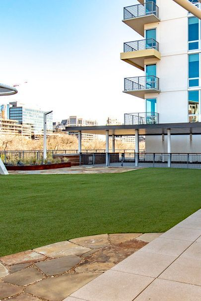 Foreverlawn Texas Installed K9grass Synthetic Turf At The Katy A Luxury Apartment Building In Dallas Texas So That The Canin K9 Grass Pet Resort Foreverlawn