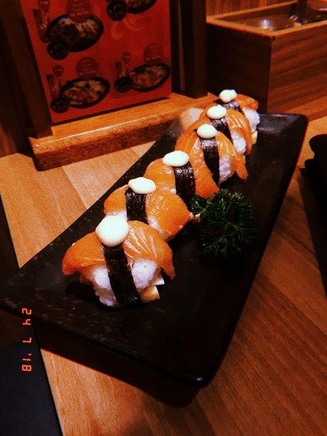 Salmon Cheese Roll Ichiban Sushi Makanan Makanan Dan Minuman