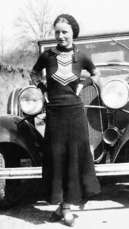 Pin By Mohl On Outlaws In 2020 Bonnie Parker Bonnie And Clyde