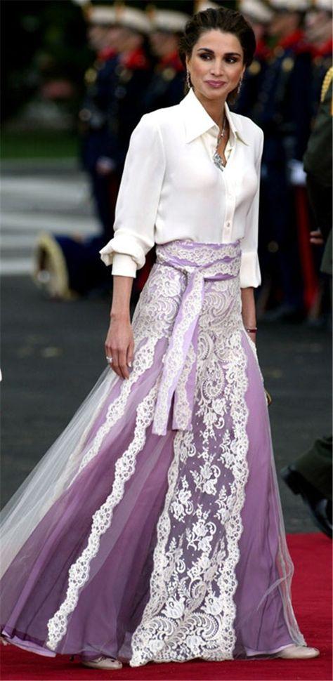 Rania de Jordania en la boda del príncipe Felipe y Letizia. Nacida en Kuwait el…