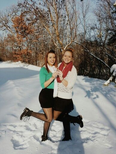 Best Friend Pictures In The Snow Best Friend Photoshoot Best Friend Photography Friend Photoshoot