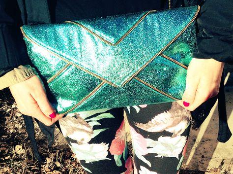 #colorful #metal #floral #print #fashion #stones #tropical #graphic #leggings #necklace #collana #clutch #colors #girl #outfit  #fashionblog #fashionblogger  idea outfit colori tropicali tshirt divertente bambi, anajet italia, fsa bijoux, alfa omega brand, amanda marzolini fashion blogger the fash...