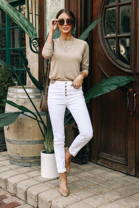 Vero Moda Emilie Lightweight Sweater in Tan – böhme Outfits Casual, Mode Outfits, Jean Outfits, Classy Outfits, Casual Jeans, Hijab Casual, Party Outfits, White Outfits, Dress Outfits