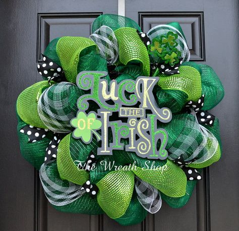 Luck of the Irish Wreath. Love the combination of green with black and white.