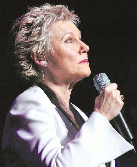 Anne on her final tour 2009 at the age of 65 #AnneMurray