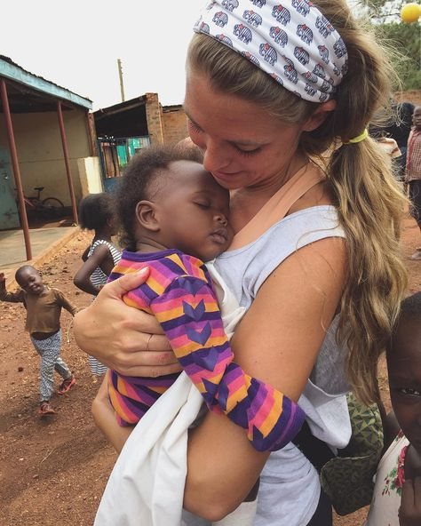 Country music superstar, Thomas Rhett and Lauren Akins Adopt Daughter Willa Gray after a trip to Uganda. We Are The World, People Of The World, Future Life, Hans Baldung Grien, Isaiah 6 8, Thomas Rhett, Mission Trips, Mission Trip Packing, Africa Mission Trip