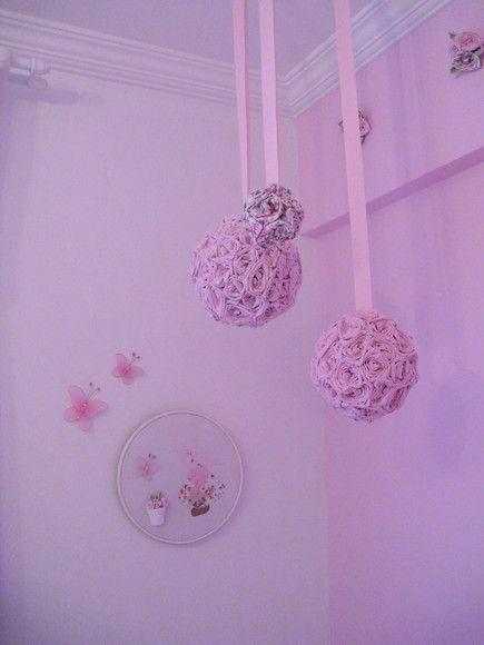 Bolas penduradas no teto