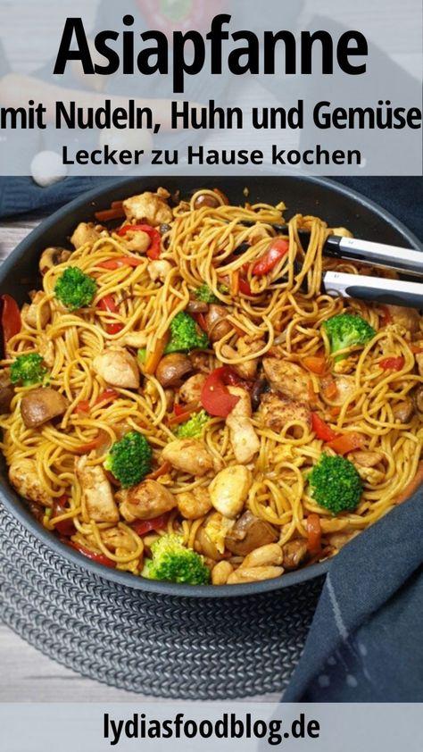 Diese Asia Nudelpfanne schmeckt wie beim Chinesen. Nein sogar besser noch als beim Chinesen. Glaubst du nicht? Dann probiere es unbedingt einmal aus. Die sind so köstlich und lecker, du wirst sie nur noch selber machen. Mit wenigen machst du dieses Gericht super einfach zu Hause. Zudem brauchst du keine exotischen Zutaten aus dem Asia Markt. #asiapfanne #gemuese #huhn #gefluegel #pasta #nudeln #asianudeln #lydiasfoodblog #gebratenenudeln #kochen #rezepte