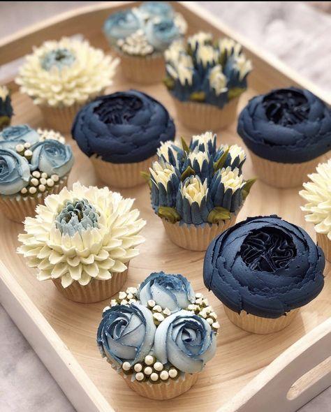 Piping Buttercream Flowers – Buttercreme Blumen paspeln – This image has get. Floral Cupcakes, Fun Cupcakes, Wedding Cupcakes, Cupcake Cakes, Decorate Cupcakes, Cupcake Bouquets, Pretty Cupcakes, Floral Cake, Cupcake Ideas