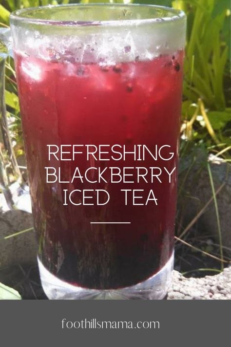 Have you ever had blackberry iced tea? I love all kinds of tea, but this one is definitely one of my favorites! I am excited to share with you! Refreshing, Low-Calorie Blackberry Iced Tea First … Fruit Drinks, Non Alcoholic Drinks, Cold Drinks, Healthy Drinks, Beverages, Tea Drinks, Healthy Food, Nutrition Drinks, Drinks Alcohol