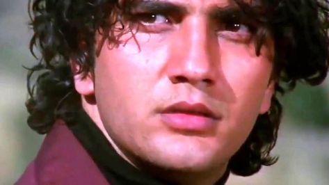 وفاة الممثل الهندي فراز خان بعد معاناة مع مرض عصبي عن عمر ٥٠ عاما