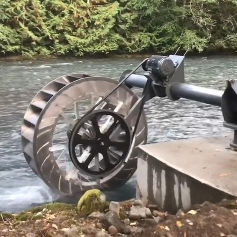 Massive water wheel provides alternative energy for riverside communities — AOL - - This wheel is changing how developing countries get their electricity. Off The Grid, Water Wheel Generator, Water Turbine Generator, Eco Energie, Alternative Energie, Water Energy, Solar Energy, Solar Power, Wind Power