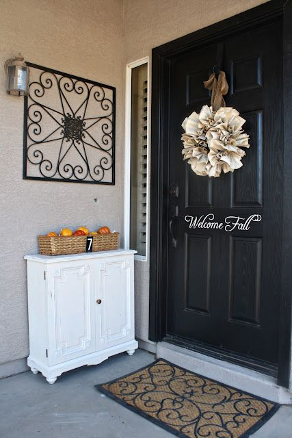 front door decor- I want my entryway to look pretty!!!