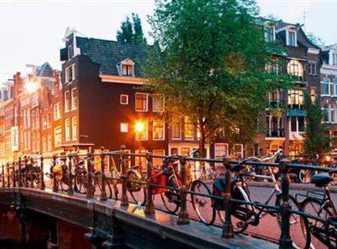 Mit SWISS kannst du für nur 169 Franken von Zürich nach Amsterdam reisen!  Buche hier deinen Flug zum attraktiven Preis: http://www.ich-brauche-ferien.ch/fliege-mit-der-swiss-von-zuerich-nach-amsterdam-fuer-nur-169/