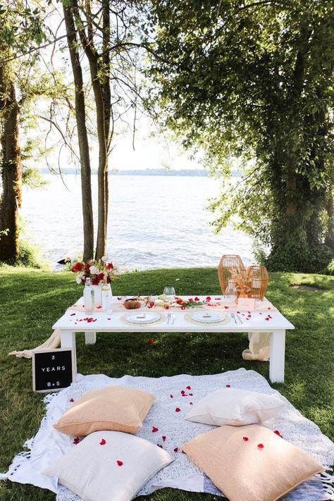 Night Picnic, Picnic Date, Beach Picnic, 6 Month Anniversary, Anniversary Boyfriend, Romantic Anniversary, Romantic Picnic Food, Romantic Dinners, Romantic Dinner Setting