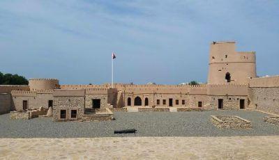 حصن بلاد صور بمدينة صور في عمان Plaza Hotel Hotel Mansions