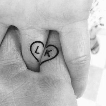 4 Ideas De Tatuajes De Corazones Para Parejas Funnyvines Corazones De Funnygif Ideas P Tatuajes De Esposas Tatuajes Que Hacen Juego Tatuajes De Parejas
