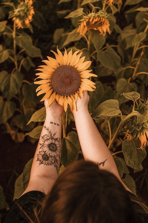 "There's no denying it, tattoos are works of art! These are far some inky doodles; it takes serious skill and an artistic eye to capture something in tattoo form. There's a reason that the creators are called tattoo ""artists"" and not tattoo ""squigglers."" #tattoo #tattooideas #flowertattoo #sunflower"