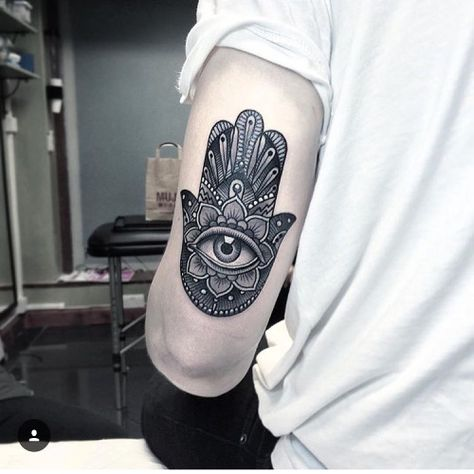 Tattoo by our guest @flonuttall