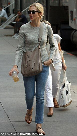 Kelly Rutherford on the set of the TV show 'Gossip Girl' in New York City